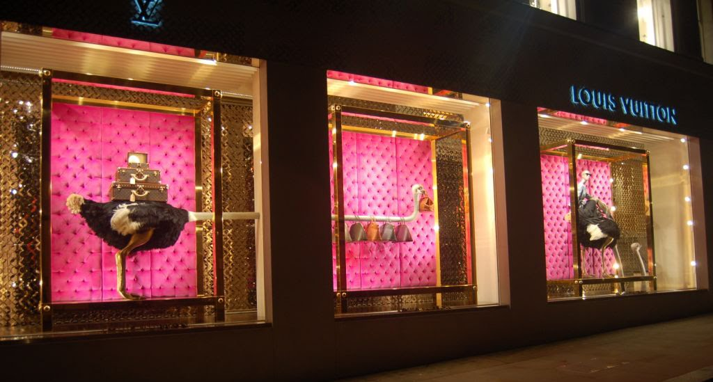 louis vuitton escaparate avestruz diseño visual merchandising