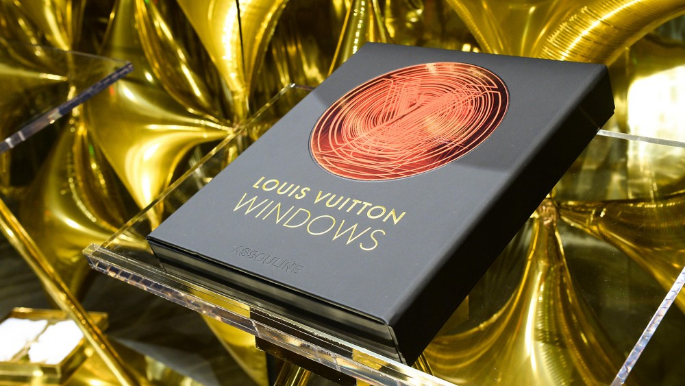 Louis Vuitton Windows, el libro de los escaparates Louis Vuitton editado por Assouline