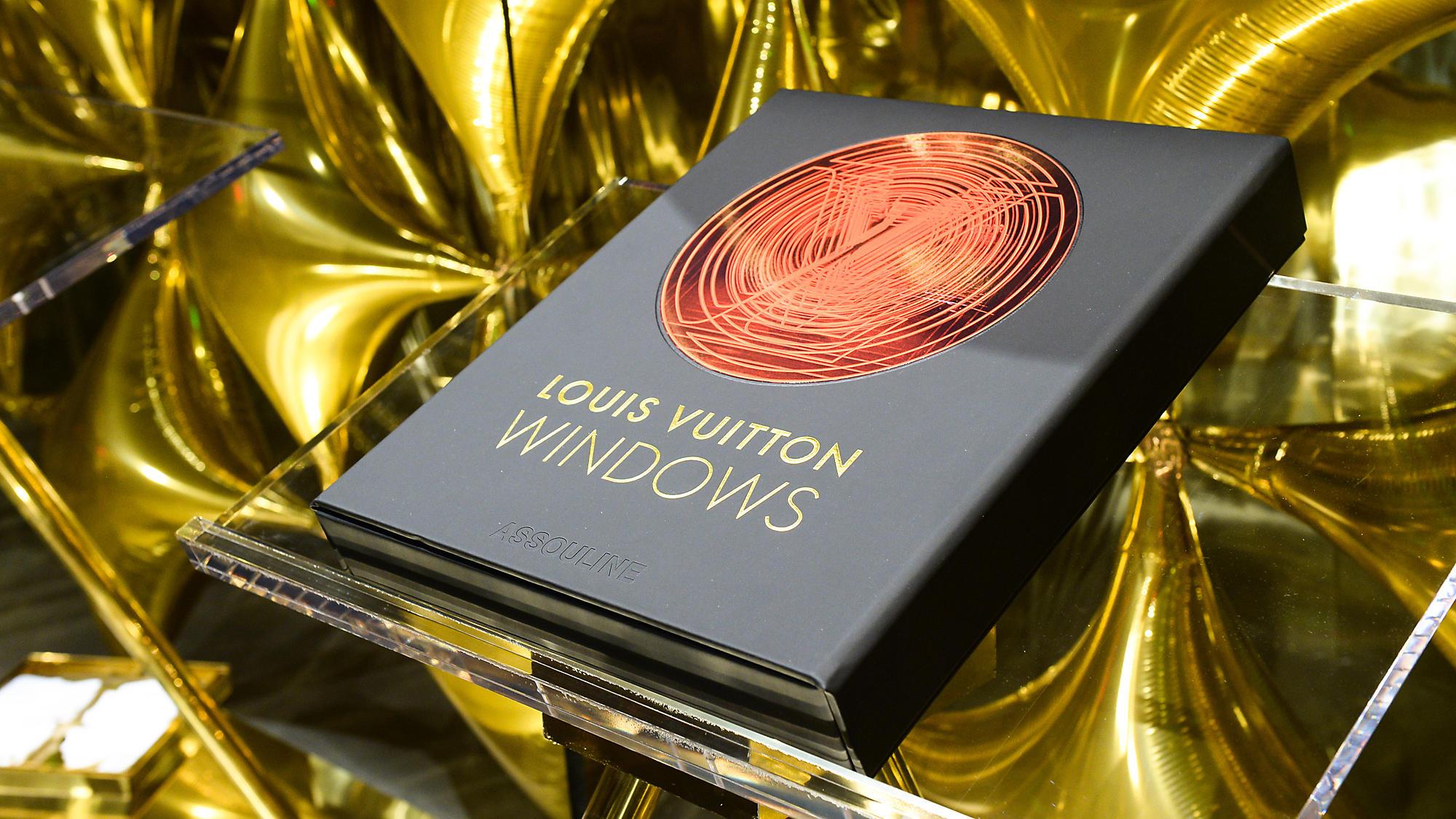 Louis Vuitton Windows, el libro de los escaparates Louis Vuitton editado por Assouline