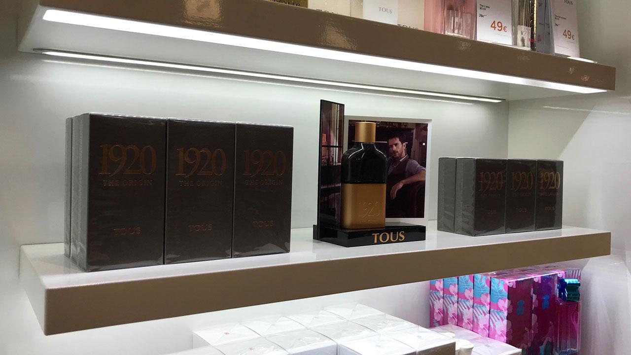 diseño expositor glorificador perfume tous 1920